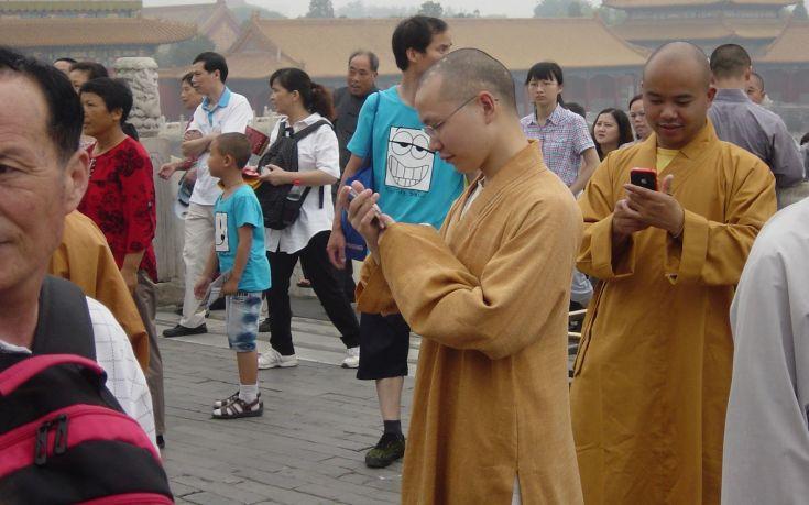Ο ελαφροχέρης βουδιστής μοναχός «λάτρης» της τεχνολογίας