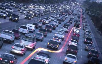 Τελικά έχουν δικαίωμα οι μοτοσικλετιστές να περνούν ανάμεσα από τα αυτοκίνητα;
