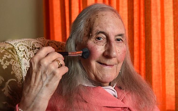 Βετεράνος του Β' Παγκοσμίου Πολέμου έγινε γυναίκα σε ηλικία 90 ετών