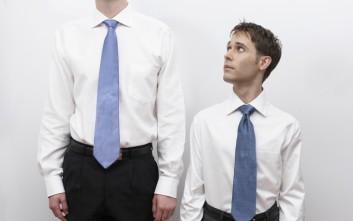 Πανέξυπνα τρικ για να φαίνεται ψηλότερος ο… λιγότερο ψηλός άντρας