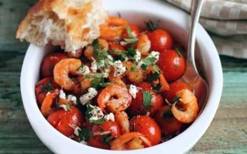 Σαλάτα με γαρίδες, ντοματίνια και φέτα