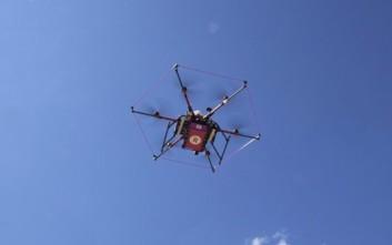Παραδίδοντας μπύρες και σούπα με drone