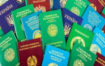 Γιατί τα διαβατήρια έχουν τέσσερα χρώματα