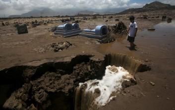 Στο έλεος των πλημμυρών και τα κοιμητήρια στο Περού