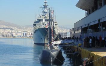 «Βούλιαξαν» από τον κόσμο τα πλοία του Πολεμικού Ναυτικού στον Πειραιά