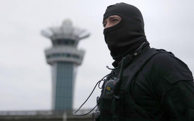 Γνωστός στις γαλλικές αρχές ο άνδρας που έπεσε νεκρός στο Ορλί