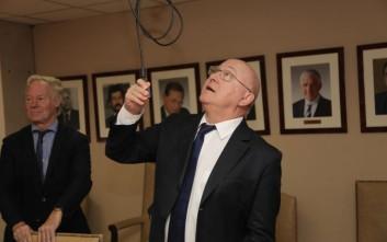 Ο Σαπέν, ο Τσακαλώτος και το... καλώδιο στο υπουργείο Οικονομικών