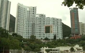 Γιατί οι ουρανοξύστες του Χονγκ Κονγκ έχουν τρύπες