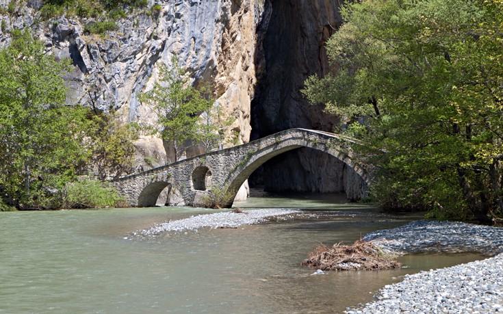 Το γεφύρι στην είσοδο του φαραγγιού
