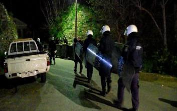 Ολονύκτιες συμπλοκές μεταναστών στο hot spot της Σούδας