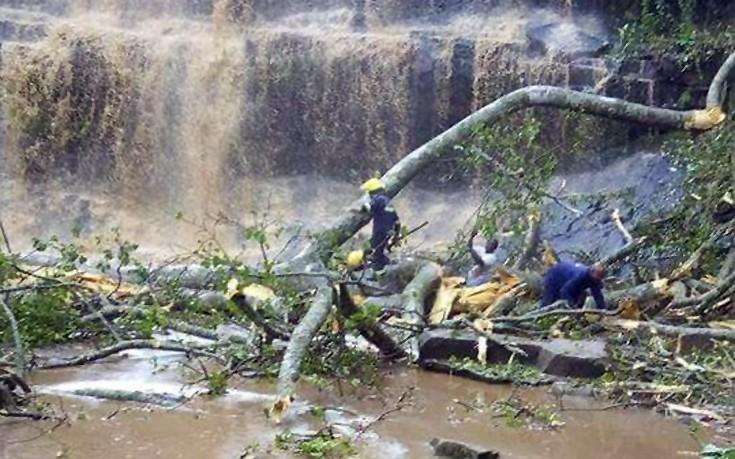 Απίστευτο δυστύχημα στην Γκάνα, δέντρα σκότωσαν κολυμβητές σε καταρράκτες