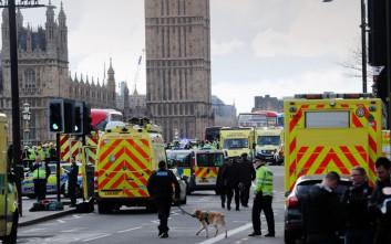 Άντρας περιλούστηκε με εύφλεκτο υγρό έξω από το Κοινοβούλιο στο Λονδίνο