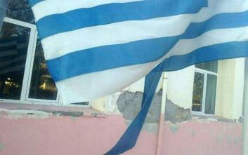 Γονείς καταγγέλλουν ότι προσφυγόπουλα έσκισαν τη σημαία σε σχολείο