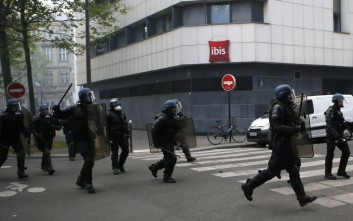 Ένταση στη Γαλλία σε διαδήλωση κατά των Λεπέν και Μακρόν