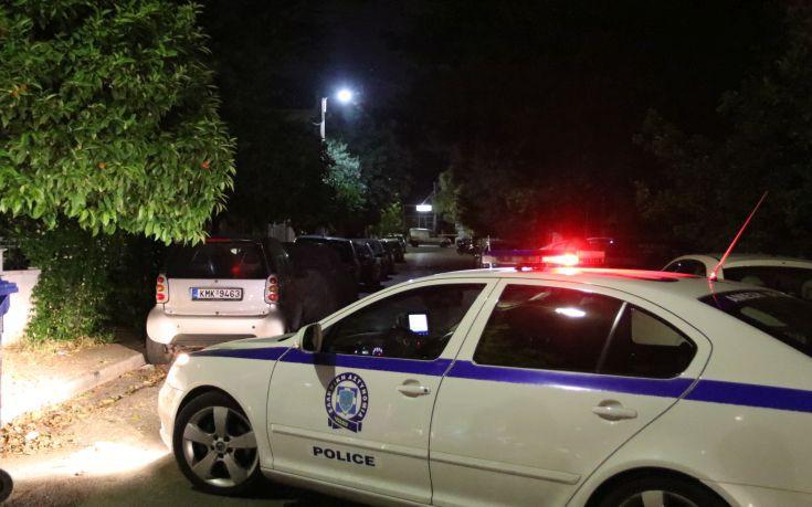 Πιστόλι, περίστροφο και κυνηγετικά όπλα βρέθηκαν στο σπίτι του 85χρονου που σκότωσε τον γιο του