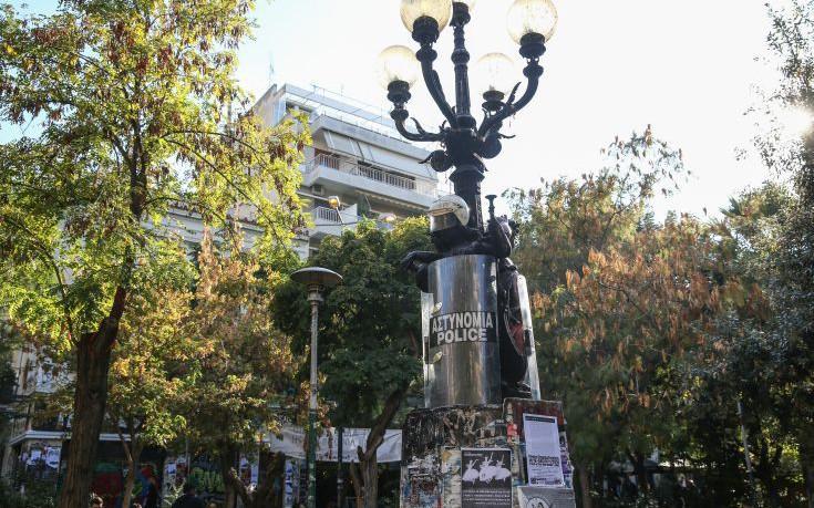 Η κυβέρνηση σχεδιάζει να «εξαφανίσει» την πλατεία Εξαρχείων