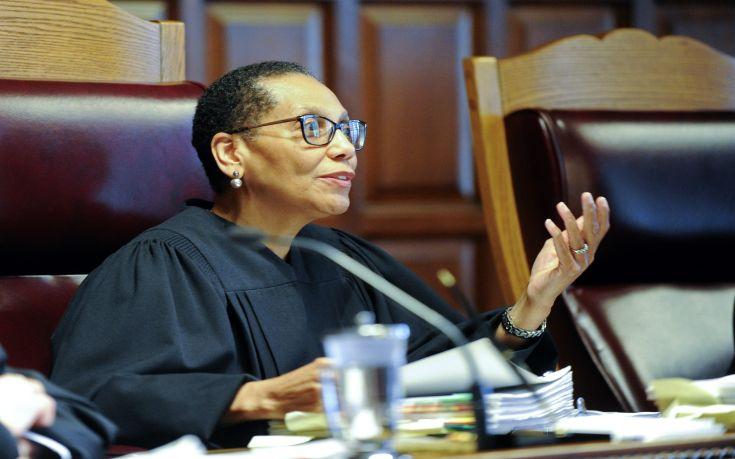 Νεκρή η πρώτη μουσουλμάνα δικαστής των ΗΠΑ