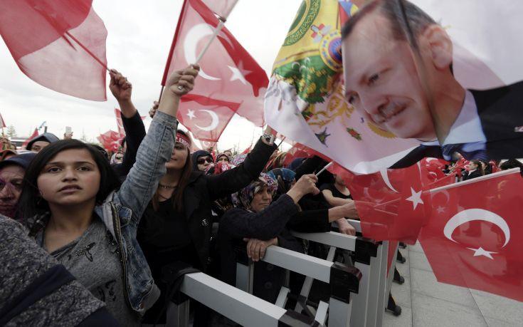 """«Οι Τούρκοι του Βελγίου """"βγάζουν την γλώσσα"""" στο βελγικό πολιτικό σύστημα»"""