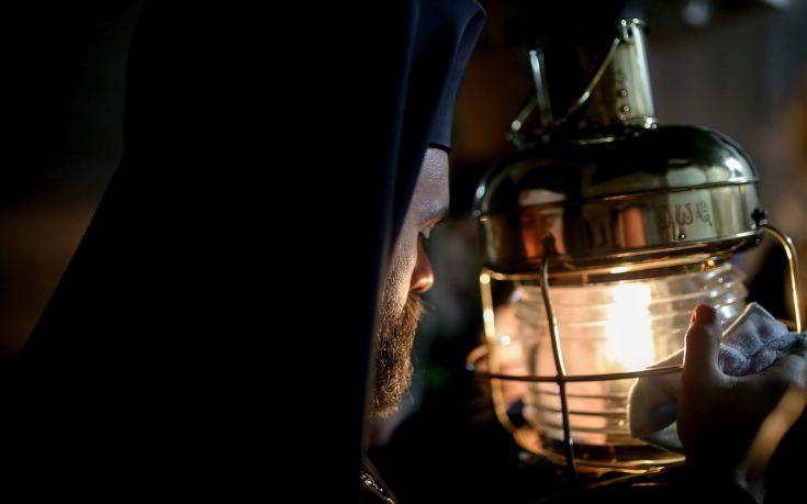 Σκληρή ανακοίνωση της Ένωσης Άθεων Ελλάδας για το Άγιο Φως