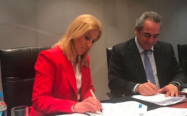 Μίχαλος και Δούρου υπέγραψαν συνεργασία για τη μικρομεσαία επιχειρηματικότητα