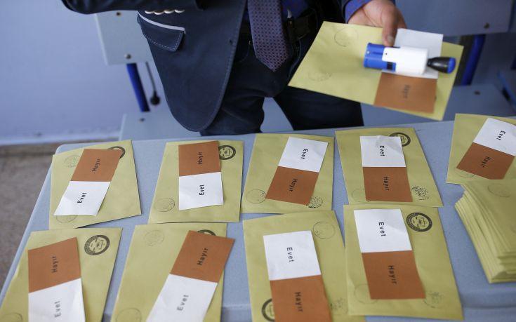 Στο ανώτατο δικαστήριο η τουρκική αντιπολίτευση για το δημοψήφισμα