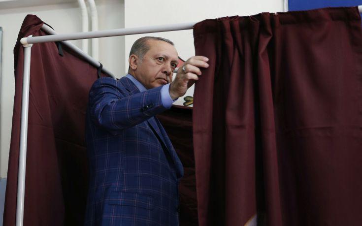 Ερντογάν: Άνοιγμα κεφαλαίων στις ενταξιακές διαπραγματεύσεις, αλλιώς αντίο