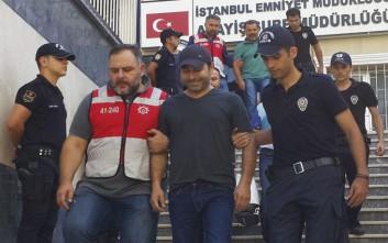 Σε διαθεσιμότητα χιλιάδες αστυνομικοί ως «συμμετέχοντες στο πραξικόπημα» στην Τουρκία