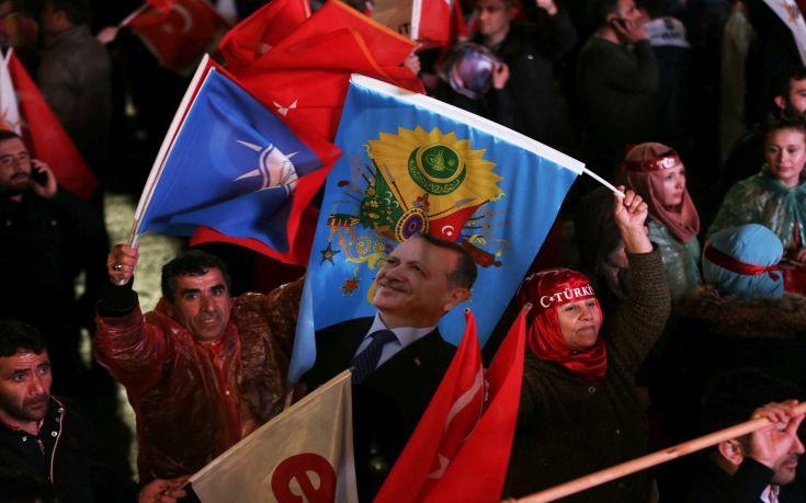 Αριστεροί διαδηλωτές στην Τουρκία αμφισβήτησαν το «ναι» και συνελήφθησαν
