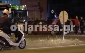 Καραμπόλα δύο οχημάτων με λεωφορείο στη Λάρισα