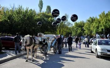 Με μαύρα μπαλόνια και άμαξες στα Ιωάννινα το «Καραβάνι της Υγείας»