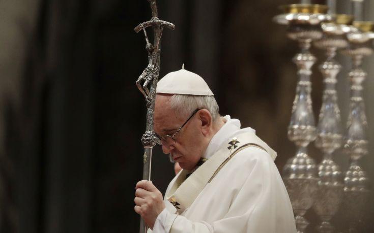 Ο πάπας Φραγκίσκος επαίνεσε την Ελλάδα για το προσφυγικό
