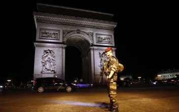 Οι τζιχαντιστές χτύπησαν στην καρδιά του Παρισιού τρεις μέρες πριν τις εκλογές