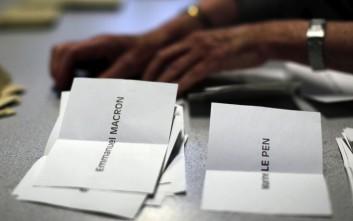 Μάχη για τους ψηφοφόρους όσων δεν πέρασαν στον δεύτερο γύρο στη Γαλλία