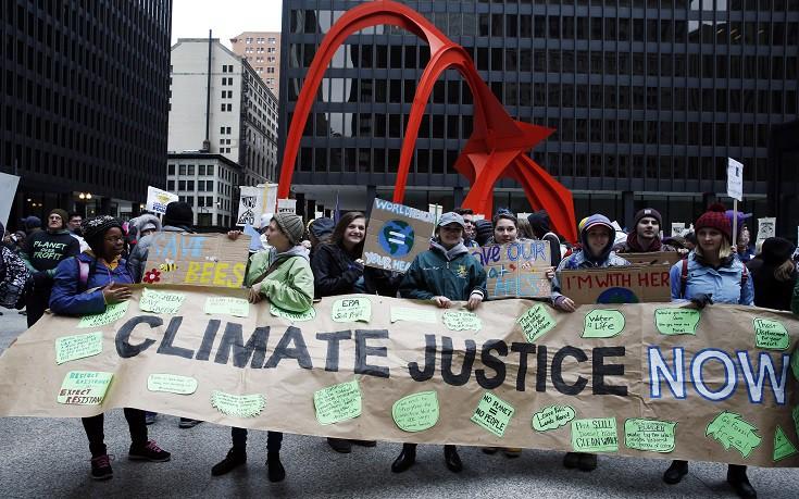 Χιλιάδες αμερικανοί βγήκαν στο δρόμο ενάντια στην πολιτική Τραμπ για το κλίμα