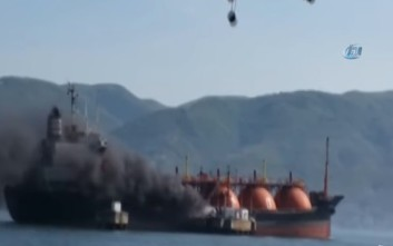 Βίντεο με το φλεγόμενο τάνκερ στη θάλασσα του Μαρμαρά