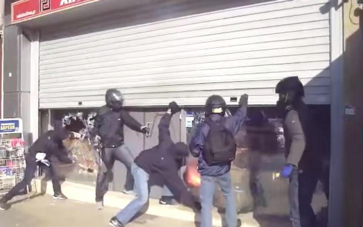Νέο βίντεο από την επίθεση στα κεντρικά γραφεία της Χρυσής Αυγής