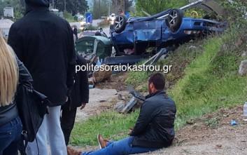 Αυτοκίνητο έπεσε με ταχύτητα σε στάση λεωφορείου στο Ωραιόκαστρο