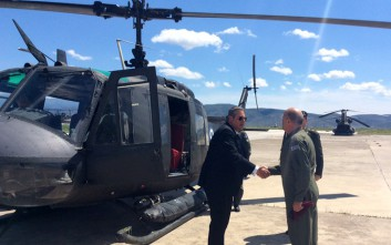 Με ελικόπτερο Χιούι πέταξε ο Καμμένος πάνω από τον τόπο του δυστυχήματος