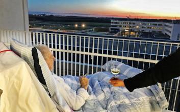 Ασθενής απολαμβάνει το κρασί και το τσιγάρο του λίγο πριν πεθάνει