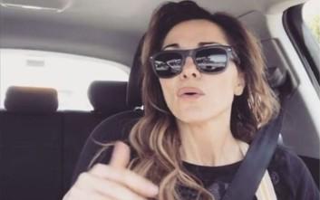 Τι κάνει μόνη της μες το αυτοκίνητό της η Βανδή