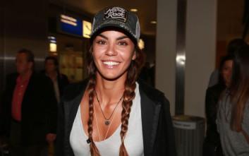 Η χαμογελαστή Ειρήνη Παπαδοπούλου έφτασε στην Αθήνα