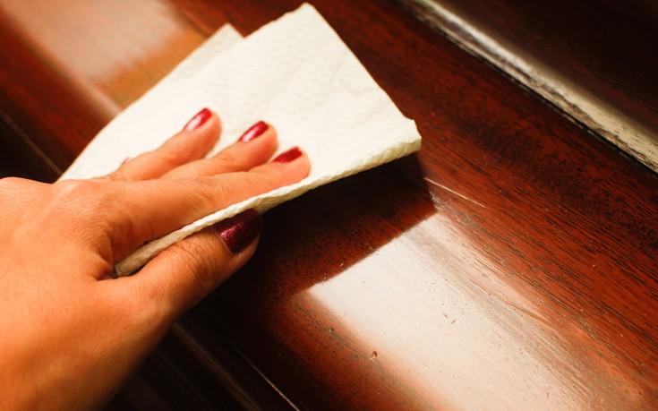 Γυαλίστε τις ξύλινες επιφάνειες με φυσικό τρόπο