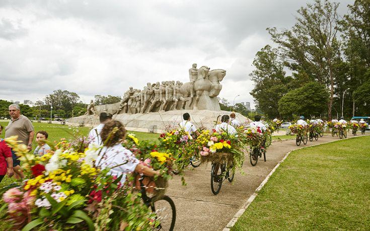 Οι «Αγγελιοφόροι Λουλουδιών» πλημμυρίζουν το Σάο Πάολο
