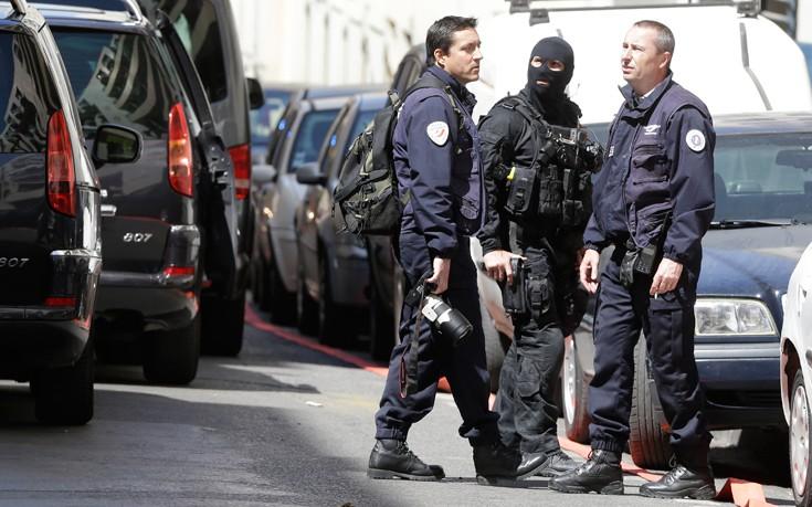 Άγνωστος στις υπηρεσίες πληροφοριών ο άνδρας που τραυμάτισε στρατιώτες στο Παρίσι