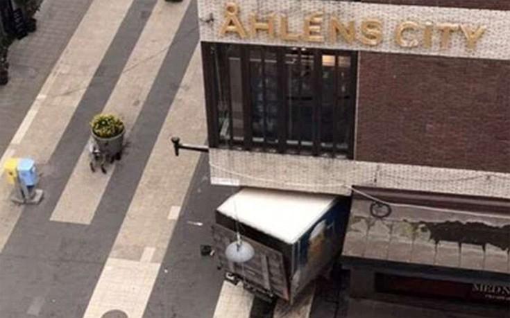 Δεν έχουν ακόμη αναγνωριστεί τα θύματα της επίθεσης στη Στοκχόλμη