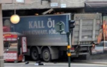 Ύποπτη συσκευή εντοπίστηκε στο φονικό φορτηγό της Στοκχόλμης
