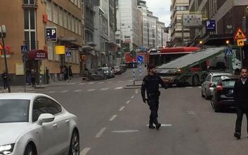 Πυροβολισμοί με τρεις τραυματίες στη Σουηδία