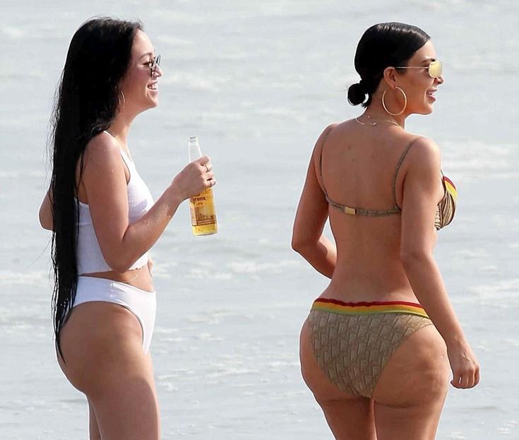 ким кардашьян на пляже фото