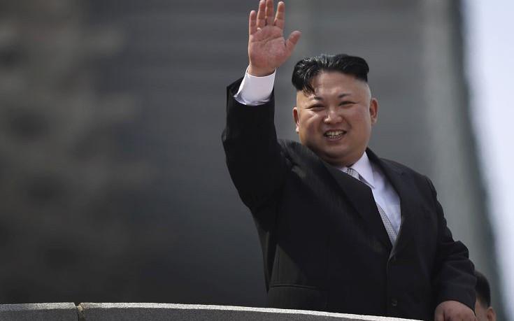 Ο Κιμ Γιονγκ Ουν αναστέλλει τις δοκιμές πυρηνικών όπλων και βαλλιστικών πυραύλων