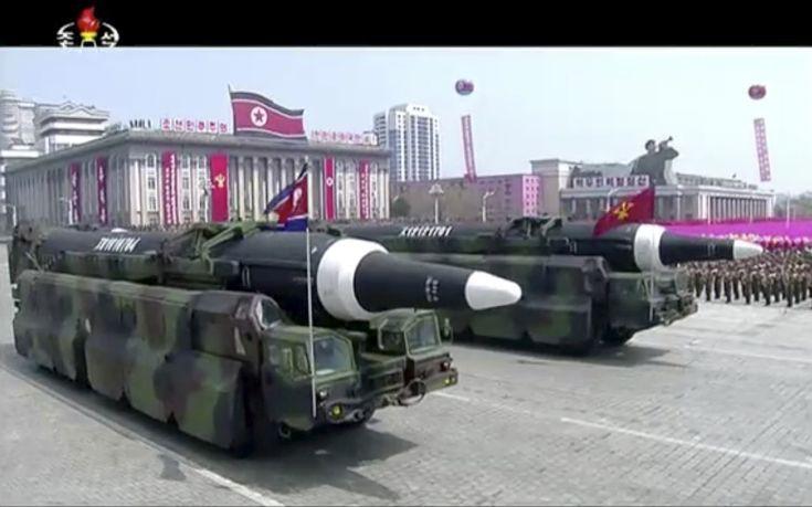 Με επίδειξη πυραύλων στέλνει το μήνυμά της η Βόρεια Κορέα